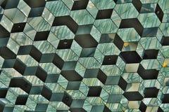 Abstraktes Muster gemacht von der Glaswand mit Detail in den Formen von dunklen und hellen sechseckigen Zellen Lizenzfreie Stockbilder