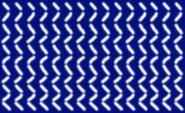 Abstraktes Muster von kurzen glatten weißen Linien vereinbarte symmetrisch auf einem blauen Hintergrund, Stockfotos