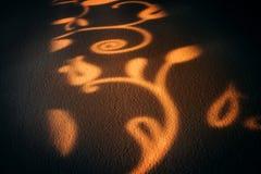 Abstraktes Muster wird als Schatten auf der Wand gezeigt Lizenzfreie Stockfotografie