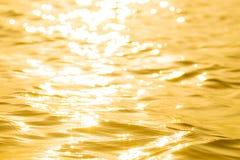 Abstraktes reflektierendes Oberflächensolargold Stockfotos