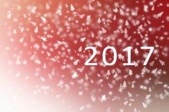 Abstraktes Rotes des guten Rutsch ins Neue Jahr 2017 und weiß mit Schneeflocken und Weihnachtsbaum für Hintergrund Stockfotografie