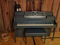 Abstraktes rustikales historisches Klavier Stockbild