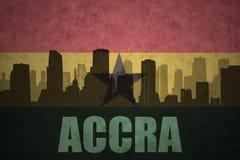 Abstraktes Schattenbild der Stadt mit Text Accra an der ghanaischen Flagge der Weinlese Lizenzfreie Stockbilder