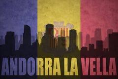 Abstraktes Schattenbild der Stadt mit Text Andorra-La Vella an der Weinleseandorraner-Flagge Stockfotografie