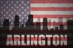 Abstraktes Schattenbild der Stadt mit Text Arlington an der Weinleseamerikanischen flagge Lizenzfreies Stockfoto
