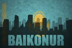Abstraktes Schattenbild der Stadt mit Text Bajkonur an der Weinlesekasachstan-Flagge Lizenzfreie Stockfotografie