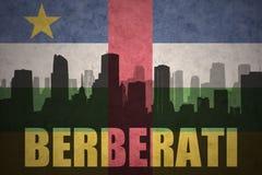 Abstraktes Schattenbild der Stadt mit Text Berberati an der Weinleserepublik- zentralafrikaflagge Lizenzfreie Stockfotografie