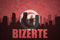 Abstraktes Schattenbild der Stadt mit Text Bizerte an der Weinlesetunesierflagge Stockfoto