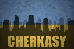 Abstraktes Schattenbild der Stadt mit Text Cherkasy an der Weinleseukrainerflagge Stockbilder