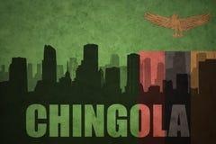 Abstraktes Schattenbild der Stadt mit Text Chingola an der sambianischen Flagge der Weinlese Stockbild
