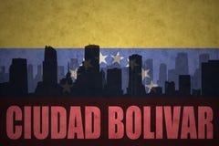 Abstraktes Schattenbild der Stadt mit Text Ciudad Bolivar an der Weinlesevenezolanerflagge Lizenzfreie Stockfotos