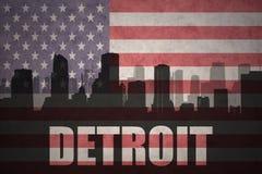 Abstraktes Schattenbild der Stadt mit Text Detroit an der Weinleseamerikanischen flagge Stockfotos