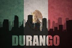 Abstraktes Schattenbild der Stadt mit Text Durango an der Weinlesemexikanischen flagge Lizenzfreie Stockfotos