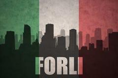 Abstraktes Schattenbild der Stadt mit Text Forlì an der Weinleseitalienerflagge Lizenzfreie Stockfotos