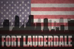 Abstraktes Schattenbild der Stadt mit Text Fort Lauderdale an der Weinleseamerikanischen flagge Lizenzfreie Stockfotografie