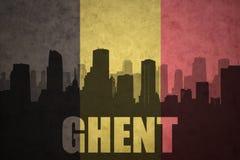 Abstraktes Schattenbild der Stadt mit Text Gent an der Weinlesebelgierflagge Stockfoto