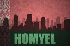 Abstraktes Schattenbild der Stadt mit Text Homyel an der Weinleseweißrussland-Flagge Lizenzfreies Stockfoto
