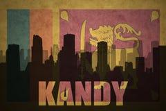 Abstraktes Schattenbild der Stadt mit Text Kandy an der Weinlesesri lanka Flagge Stockfotos
