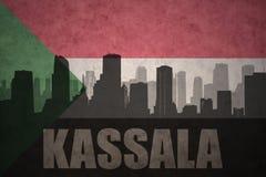 Abstraktes Schattenbild der Stadt mit Text Kassala an der Weinlesesudaneseflagge Lizenzfreie Stockbilder