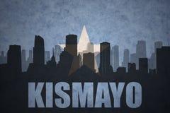 Abstraktes Schattenbild der Stadt mit Text Kismayo an der Weinlesesomalia-Flagge Stockfotografie