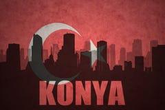 Abstraktes Schattenbild der Stadt mit Text Konya an der Weinlesetürkischeflagge Lizenzfreie Stockfotos