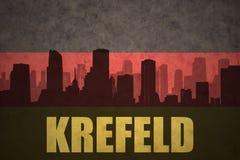 Abstraktes Schattenbild der Stadt mit Text Krefeld an der Weinlesedeutschflagge Stockfotografie