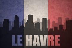 Abstraktes Schattenbild der Stadt mit Text Le Havre an der Weinlesefranzoseflagge Lizenzfreie Stockfotografie