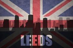 Abstraktes Schattenbild der Stadt mit Text Leeds an der Weinlesebriten-Flagge Stockbild