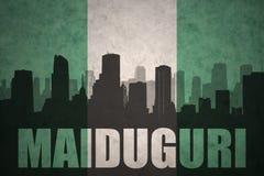 Abstraktes Schattenbild der Stadt mit Text Maiduguri an der Weinlese Nigerianflagge Stockfotografie