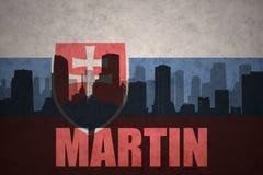 Abstraktes Schattenbild der Stadt mit Text Martin an der Weinleseslowakei-Flagge Stockbild