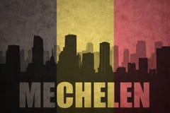 Abstraktes Schattenbild der Stadt mit Text Mechelen an der Weinlesebelgierflagge Lizenzfreie Stockfotos