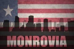 Abstraktes Schattenbild der Stadt mit Text Monrovia an der Weinleseliberierflagge Stockbilder