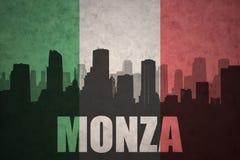 Abstraktes Schattenbild der Stadt mit Text Monza an der Weinleseitalienerflagge Stockfotografie