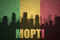 Abstraktes Schattenbild der Stadt mit Text Mopti an der Weinlese Malianflagge Stockfotos