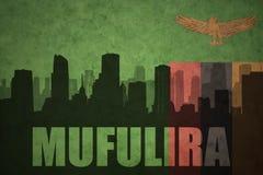Abstraktes Schattenbild der Stadt mit Text Mufulira an der sambianischen Flagge der Weinlese Stockfotos