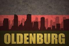 Abstraktes Schattenbild der Stadt mit Text Oldenburg an der Weinlesedeutschflagge Lizenzfreie Stockbilder