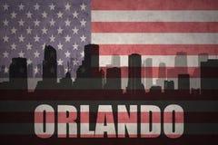 Abstraktes Schattenbild der Stadt mit Text Orlando an der Weinleseamerikanischen flagge Stockfotos