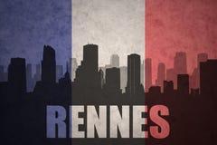 Abstraktes Schattenbild der Stadt mit Text Rennes an der Weinlesefranzoseflagge Stockfotografie