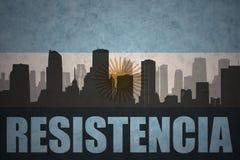 Abstraktes Schattenbild der Stadt mit Text Resistencia an der Weinleseargentinierflagge Stockfoto