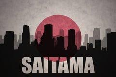 Abstraktes Schattenbild der Stadt mit Text Saitama an der Weinlesejapanerflagge Stockfoto