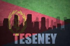 Abstraktes Schattenbild der Stadt mit Text Teseney an der Weinlese Eritreanflagge Stockbilder