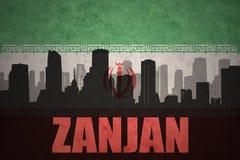abstraktes Schattenbild der Stadt mit Text Zanjan an der Weinleseiranerflagge Lizenzfreie Stockbilder
