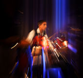 Abstraktes Schlagzeugerkonzert. Stockbild