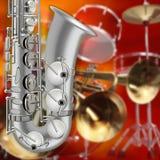 Abstraktes Schmutzhintergrundsaxophon und Musikinstrumente Stockfotografie