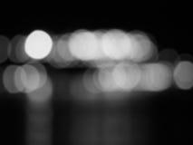 Abstraktes Schwarzweiss--bokeh und undeutlicher Hintergrund Stockfotos
