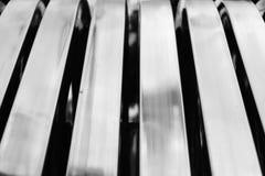 Abstraktes silbernes Streifenaluminiummuster Lizenzfreies Stockfoto