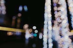 Abstraktes städtisches Nachtlicht bokeh, defocused Hintergrund stockfotos