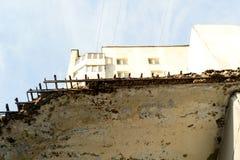 Abstraktes Turm-Block-Gebäude Lizenzfreie Stockfotos