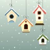 Abstraktes Vogelhaus eingestellt in die Schneefälle Stockfotos