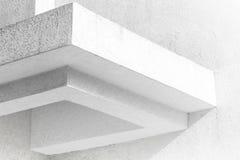 Abstraktes weißes Architekturfragment mit Wänden Lizenzfreie Stockfotos